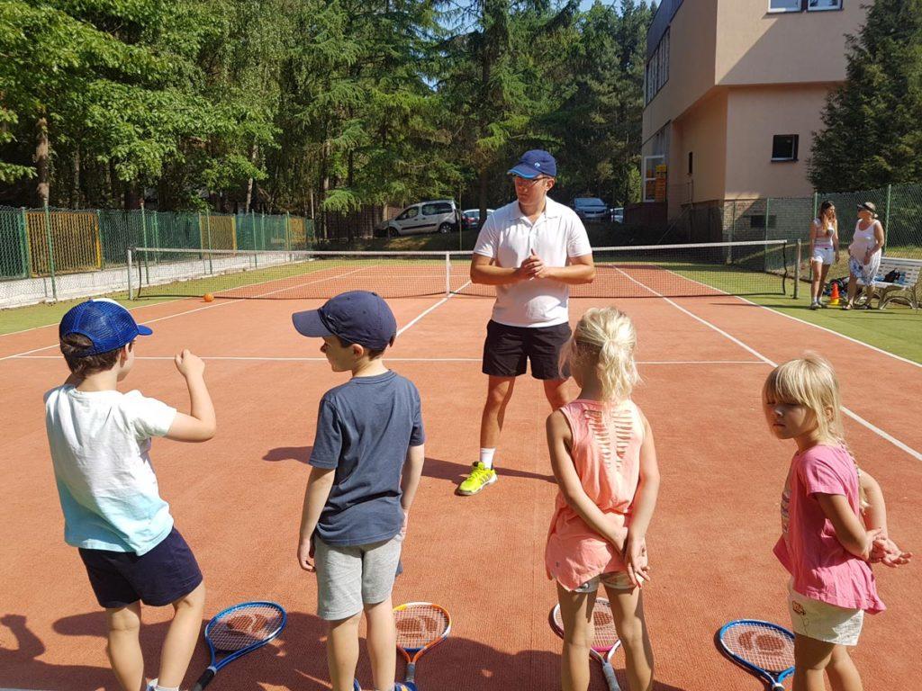 lekcie gry w tenisa dla dzieci pobierowo